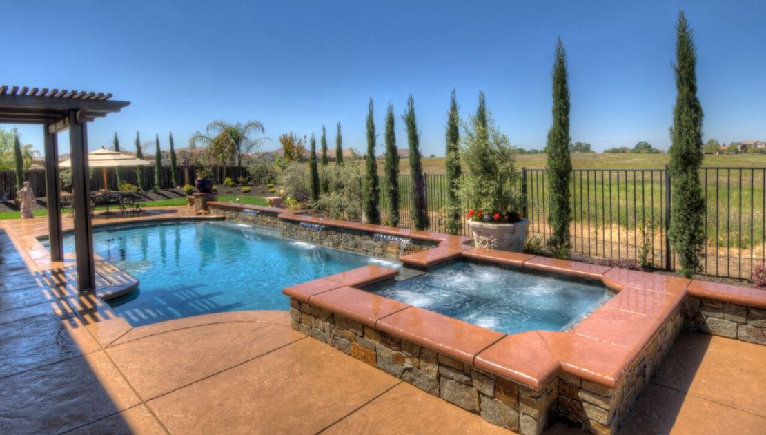 Luxury Pools: Backyard Pool design and Construction